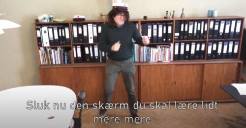 Screenshot fra film om Analog uge - viser Rektor Troels