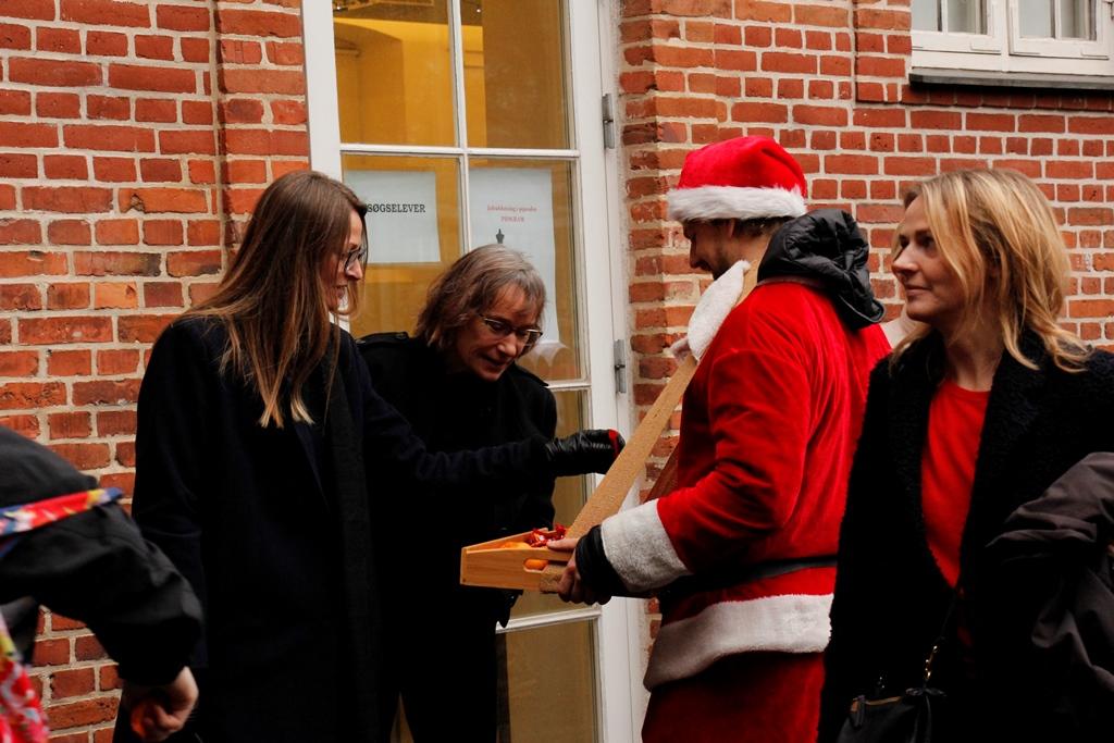 Juleafslutning, sliksultne lærere