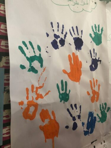 Åbne udadvendte håndflader har stor symbolsk betydning. Når man samtidig kan lege med maling, er alt godt