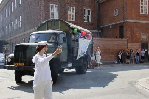 18_3b studenter afsted med vogn_260620