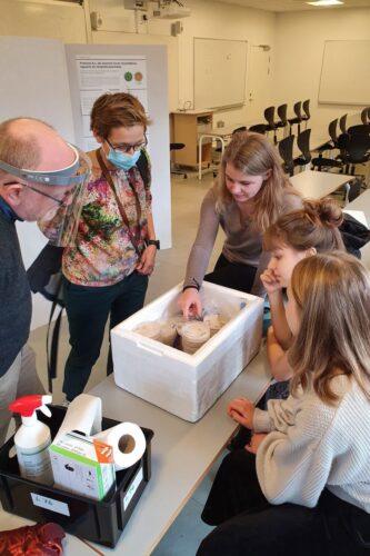 Forskerpraktik 2020 - 414 petriskåle