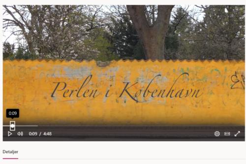 Perlen i København - filmtitel på mur