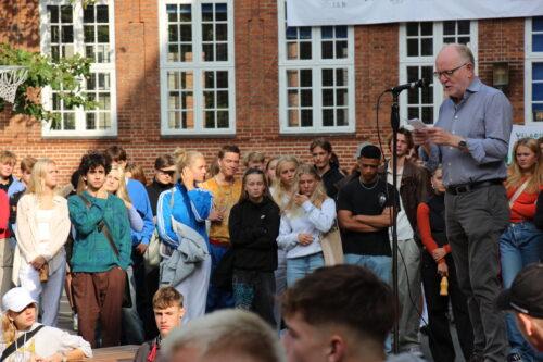 Rektor Troels orienterer og byder velkommen